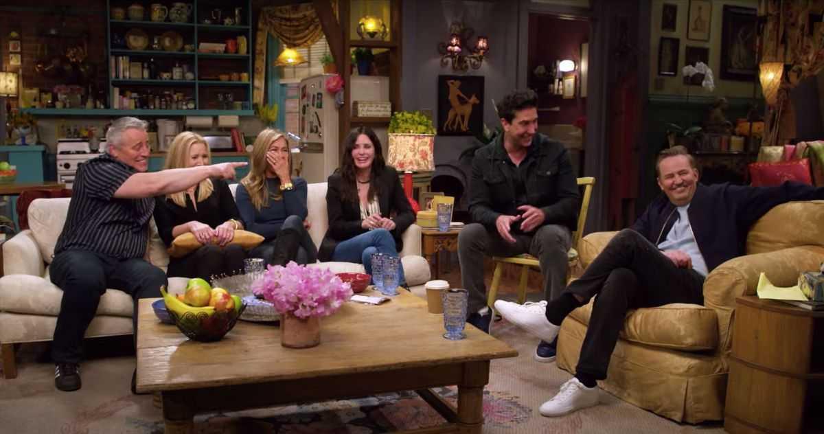 Reunión de amigos: ¡Los actores se reúnen en el tráiler!